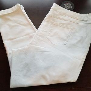 Avenue Jeans - Avenue Virtual Stretch Size 26 White Ankle Jeans